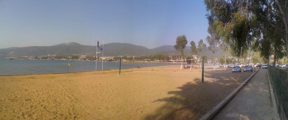 İbrahim DURMUŞ 131 / 62 Ve de bu sene düzenlenen Akbük halk plajı. (Akbük koyunun güney-doğu köşesi)